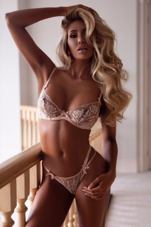 Typhanie escorts in Rosenberg