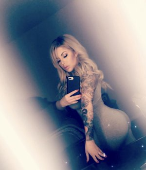 Korotoum escort girl in Lumberton NC