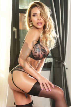 Apoline escorts in Tavares