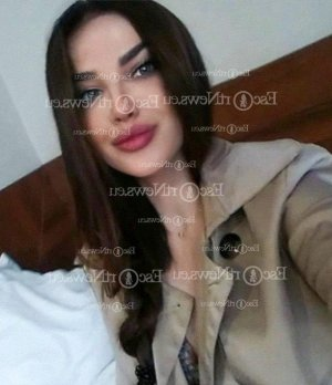 Lenia escort girl