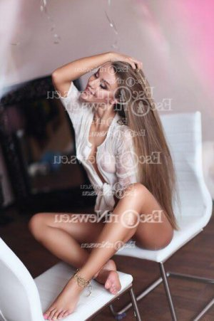 Azelia escort girl