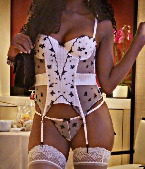 Yannique escort girl in Wenatchee