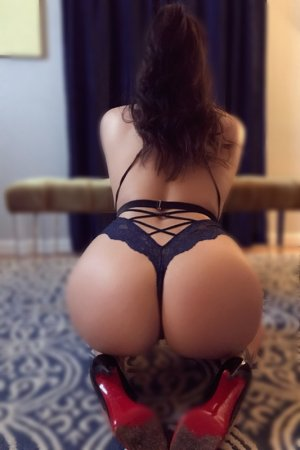 Hassina live escort in Martinsville